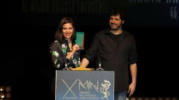 """Los músicos y cantantes Maria Arnal y Marcel Bagés tras recibir el """"Premio al Mejor Albúm de Pop"""""""