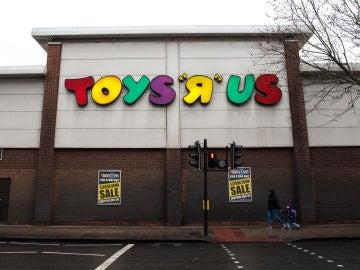 Toys 'R' Us plantea vender sus tiendas en España