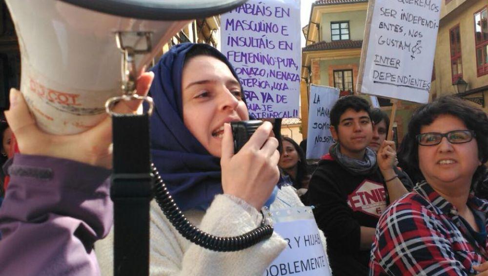 Feminista con hijab