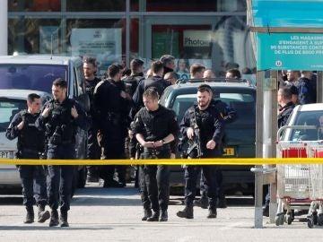 Exterior del supermercado francés en el que un hombre ha asesinado a tres personas