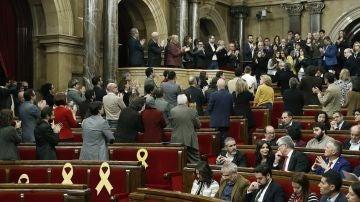 Aplausos de los diputados independentistas y los comunes a los familiares de los encarcelados
