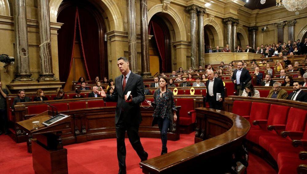 Los diputados del PPC, con su lider Xavier Garcia Albiol al frente, abandonan el pleno de investidura