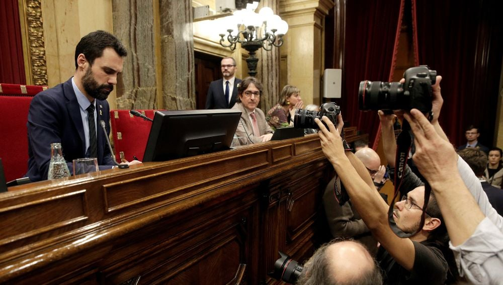 El presidente del Parlament, Roger Torrent, al inicio de la segunda jornada del pleno de investidura