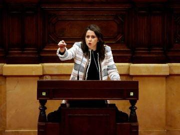 La líder de Ciudadanos, Inés Arrimadas, durante su intervención en el pleno de investidura