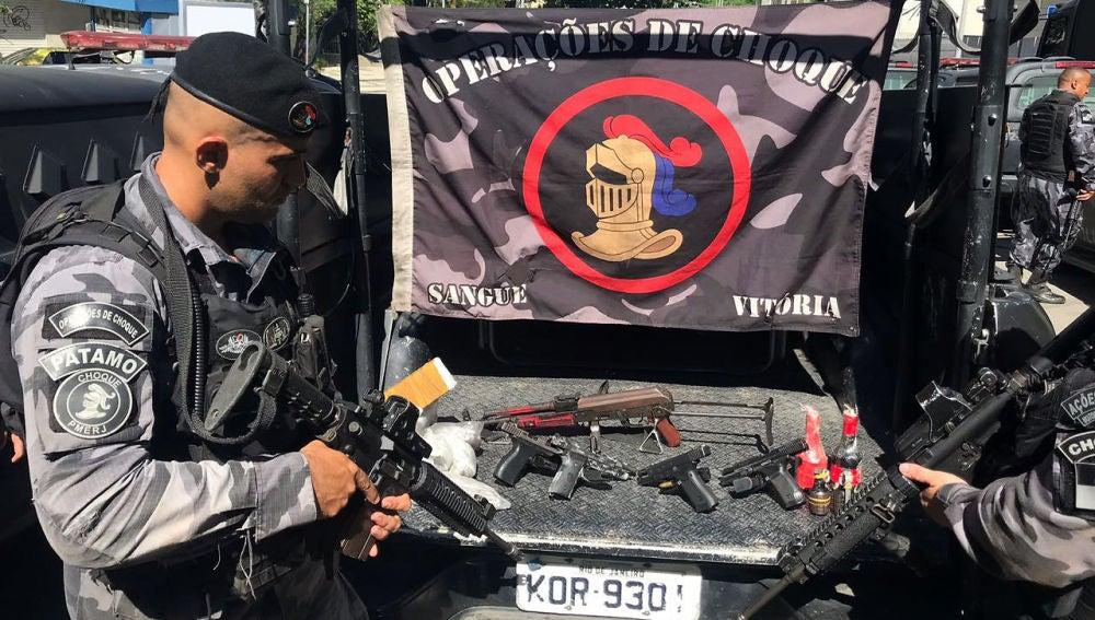 Fotografía cedida por la Policía Militar que muestra a policías del Batallón de Operaciones Policiales Especiales
