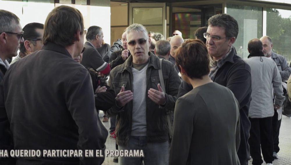 Varios extrabajadores de Delphi con Cristina Pardo