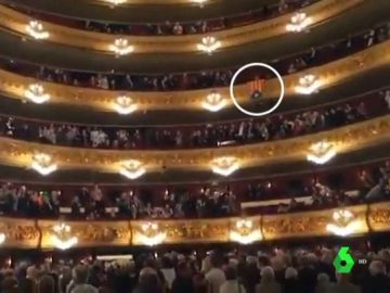 """Gritos de """"libertad Puigdemont"""" en el Liceu de Barcelona"""