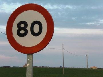 Señal de límite de velocidad a 80 km/h