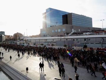 Concentración organizada por los Comités de Defensa de la República (CDR) en los exteriores de la Estación de Sants de Barcelona