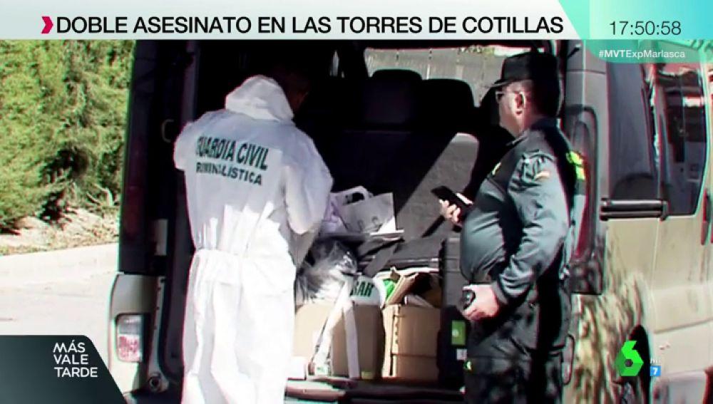 Hallan una barra de metal y unas pesas con las que podrían haber asesinado a una madre y su hijo en Murcia