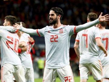 Isco Alarcón celebra un gol ante Argentina