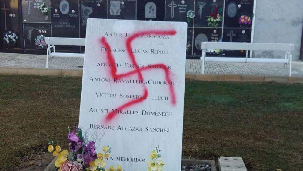 Pintada nazi en el cementerio de Vinaròs