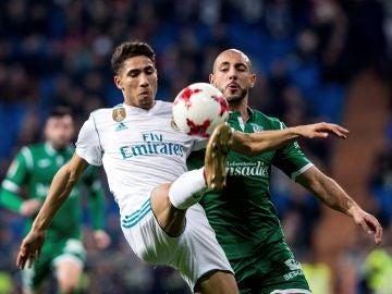 Achraf Hakimi, durante un partido con el Real Madrid