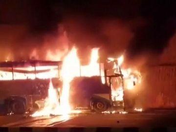 Autobús incendiado en Tailandia