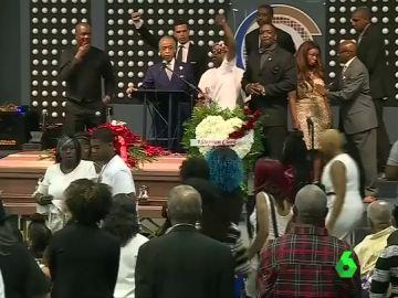 Funeral en sacramento por la muerte de un joven afroamericano