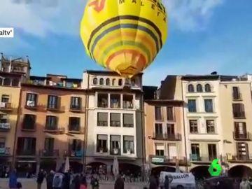 Globo aerostático impactando contra una vivienda