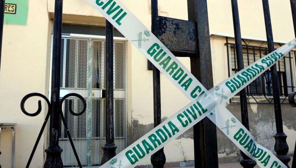 Vivienda precintada por la Guardia Civil en la localidad de Albox