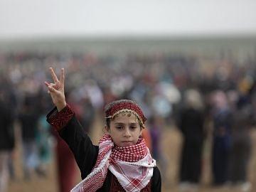 Una refugiada palestina, en la protesta por el Día de la Tierra en la frontera entre Israel y Gaza