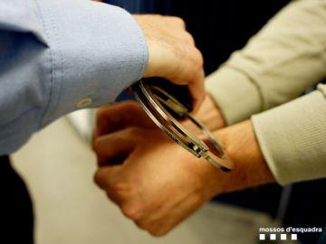 Imagen de archivo de una detención efectuada por los Mossos