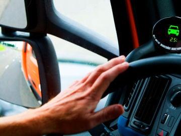 Imagen de archivo del interior de la cabina de un camión