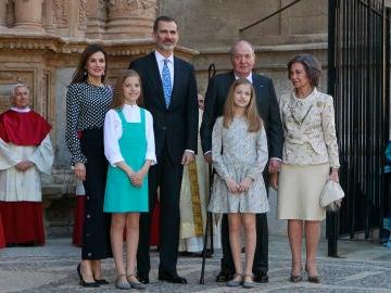 La familia real española en la Misa de Pascua