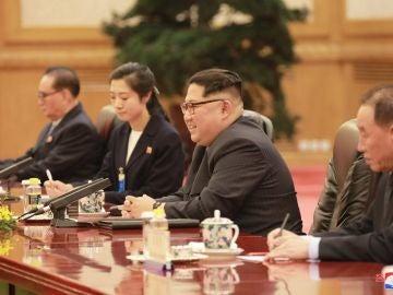 Kim Jong-un durante su reunión con el presidente chino, Xi Jinping