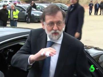 Mariano Rajoy se rompe una falange de su mano derecha