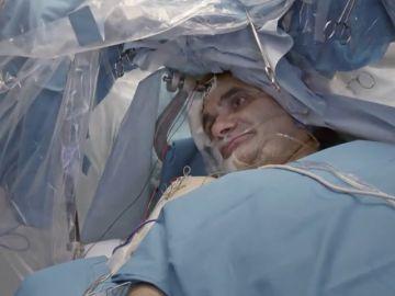 Jalis de Serna, testigo de cómo se contempla la anatomía del cerebro en un paciente plenamente consciente