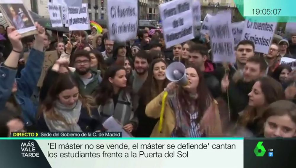 Estudiantes protestan en la Puerta del Sol