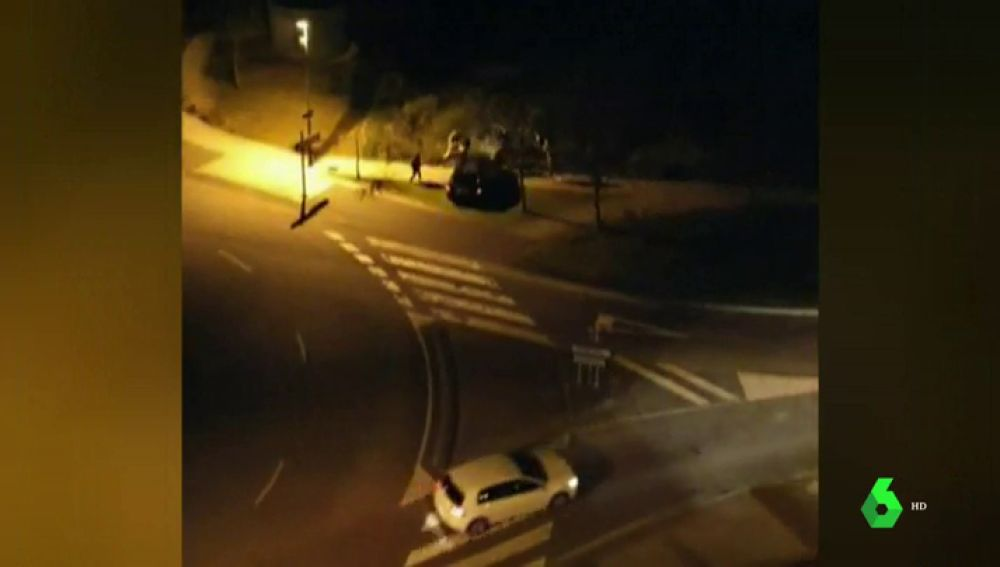 Atizándose con palos y con machetes: brutal pelea en plena glorieta por un accidente de tráfico en Asturias