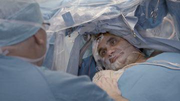 Jalis de la Serna entra en una operación a cráneo abierto en la que el paciente permanece despierto mientras le extirpan un tumor cerebral
