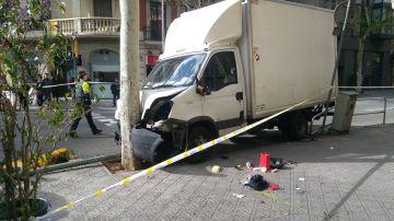 Camión siniestrado en Barcelona