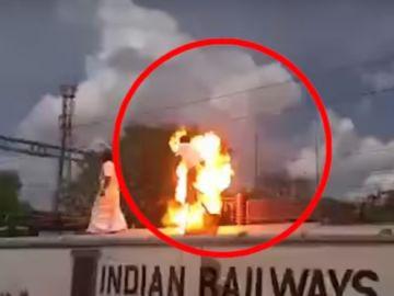 Un hombre estalla en llamas tras electrocutarse