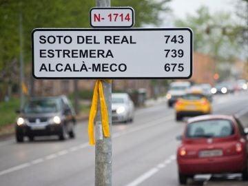Una nueva señal, que imita a las de tráfico y ha sido instalada por desconocidos en la carretera que atraviesa la localidad gerundense de Bordils