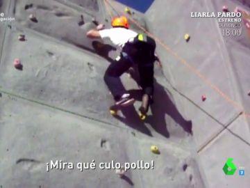 Alejandro Fernández ejerciendo de monitor de escalada
