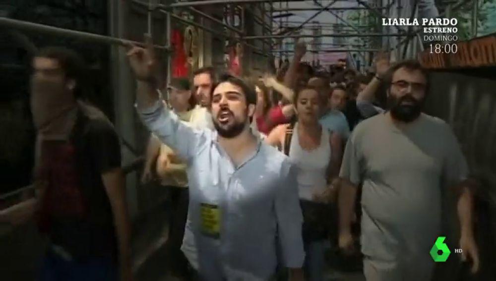 Ramón Espinar durante una manifestación