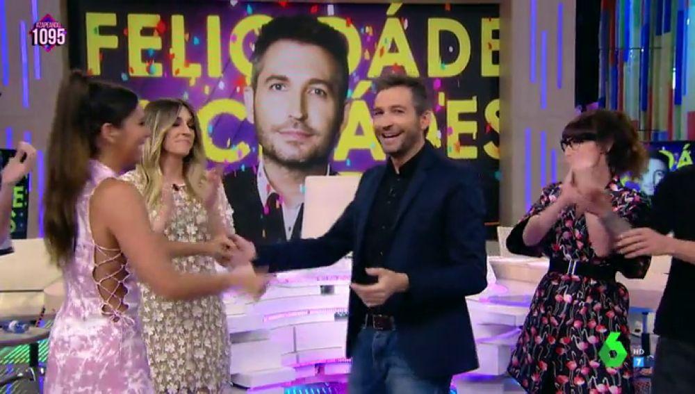 """Cristina Pedroche canta el 'Cumpleaños feliz' a Frank Blanco: """"¿Es un regalo o un castigo?"""""""