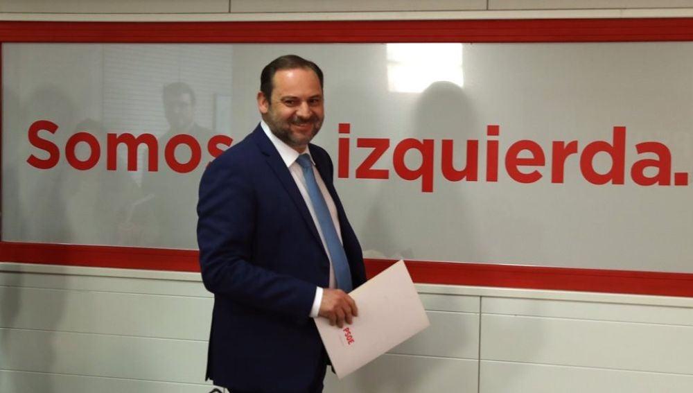 José Luis Ábalos, a su llegada a la rueda de prensa ofrecida hoy en la sede socialista de la calle Ferraz sobre la actualidad política.