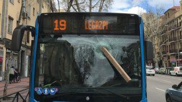 Estado en el que quedó el autobús de la EMT de la Línea 19