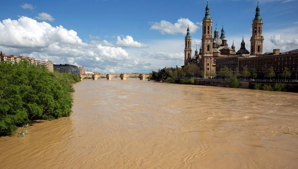 El río Ebro ha comenzado a desbordarse a su paso por Zaragoza