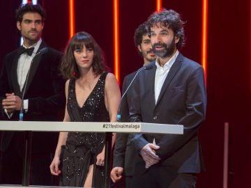 El director de cine Mateo Gil, junto a parte del reparto de su pelicula 'Las leyes de la termodinámica'