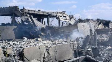 Restos del edificio del Centro de Investigación Científica tras el ataque de Estados Unidos, Gran Bretaña y Francia sobre Damasco, Siria