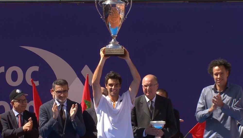 Pablo Andújar levanta el trofeo en Marrakech