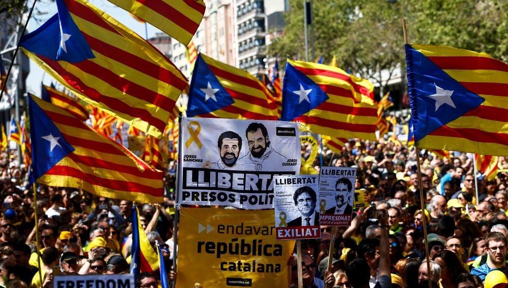 Unas 315.000 personas piden en Barcelona la libertad de presos soberanistas