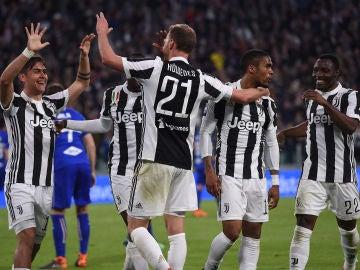 Benedikt Howedes celebra el segundo gol ante la Sampdoria