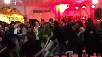 Brutal pelea a sillazos, patadas y puñetazos en la caseta de Comisiones Obreras de la Feria de Abril en Sevilla
