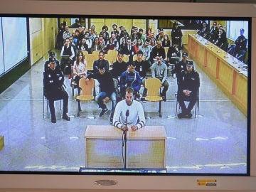 Imagen de uno de los ocho acusados de Alsasua declarando
