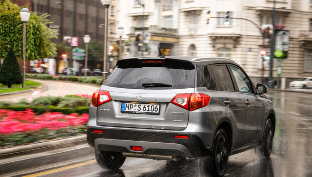 Conducir con lluvia: ¿sabías que tu coche consume más cuando llueve?