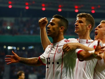Thiago celebra su gol contra el Leverkusen