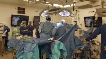 Equipo médico que ha trasplantado un pene